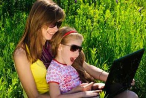 mother-child-laptop